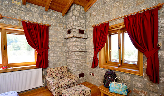 Rosso; ÜST KAT, DOĞA MANZARALI ÇİFT KİŞİLİK YATAK ODASI - DOUBLE BEDROOM WITH FRENCH BED & NATURE VIEW