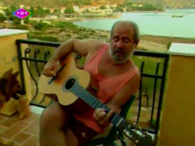BÜLENT ORTAÇGİL BOZBURUN BESTESİNİ SÖYLERKEN - BÜLENT ORTAÇGİL SINGING HIS COMPOSED SONG OF BOZBURUN